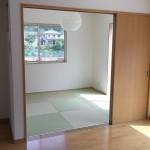 リビング横は琉球調畳の和室