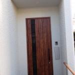 木のぬくもりで優しく家族を迎える玄関