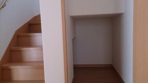たっぷり大容量の階段下収納。普段使わない物を収納できます