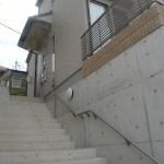 手すりの付いた階段