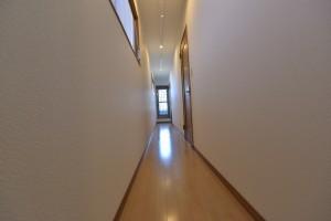 2階の廊下、とても広く感じられます