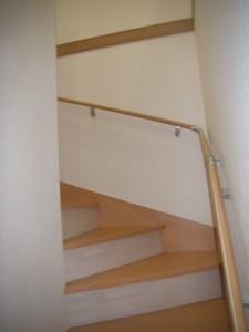 幅広の緩やかな階段で子供達も安心